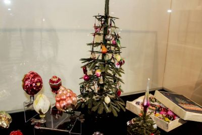 Как наряжали новогоднюю ель бабушки и дедушки