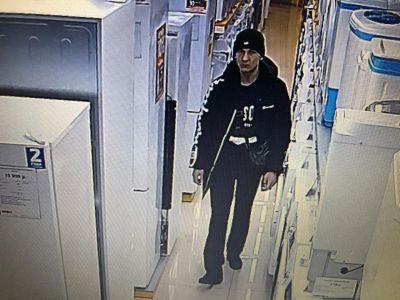 Полиция ищет новосибирца за дерзкую кражу под прицелом камер