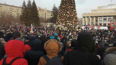 «Свободу!»: тысячи новосибирцев вышли на акцию в поддержку Навального