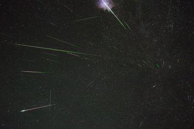 Поток Персеиды попал в объектив фотоаппарата сотрудника обсерватории НГУ