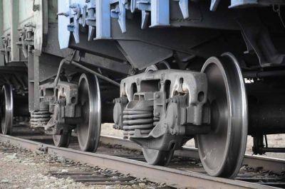 Пьяный новосибирец попал под грузовой поезд и выжил