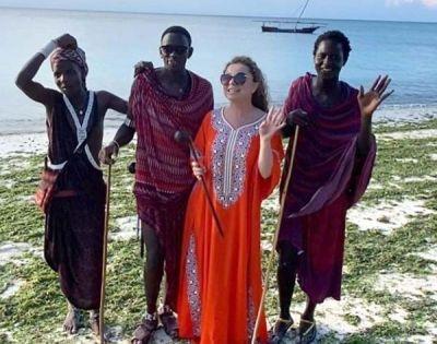 Королева сбежала от ковидных сумерек в Танзанию