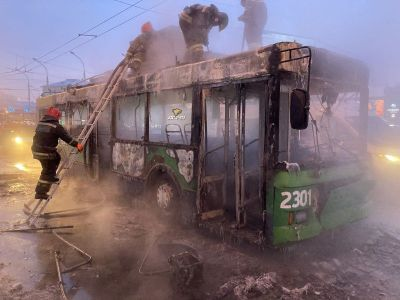 Троллейбус загорелся в Новосибирске в -37