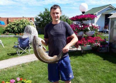 Огромный осётр и таймень попались новосибирцам в День рыбака