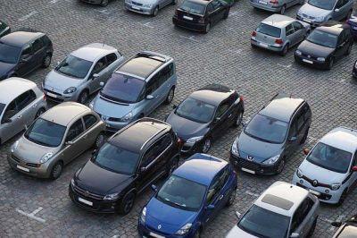 В России будут штрафовать за парковку на газоне