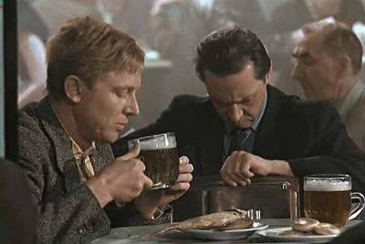 Новосибирцы в «Хмельном ёрше» пили, не надевая масок