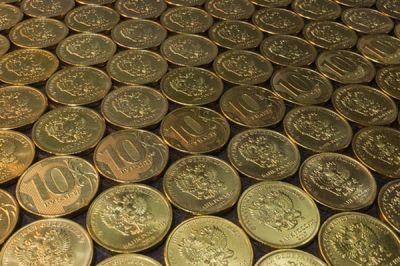 Новосибирцы задолжали банкам по 300 тысяч на брата