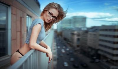 Сброшенная с 10 этажа любовница залезла обратно