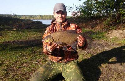 Огромного леща поймал житель Новосибирска в Оби