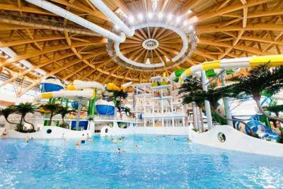 Неизвестные оцепили здание новосибирского аквапарка