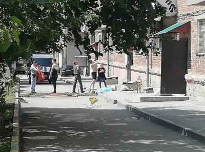 Новосибирец упал с 4 этажа во время ремонта балкона на улице Титова
