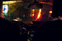«Предложили попробовать втроем»: в Новосибирске пассажиры такси домогались попутчицы
