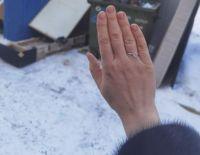 Сибирячка нашла кольцо с бриллиантом на помойке