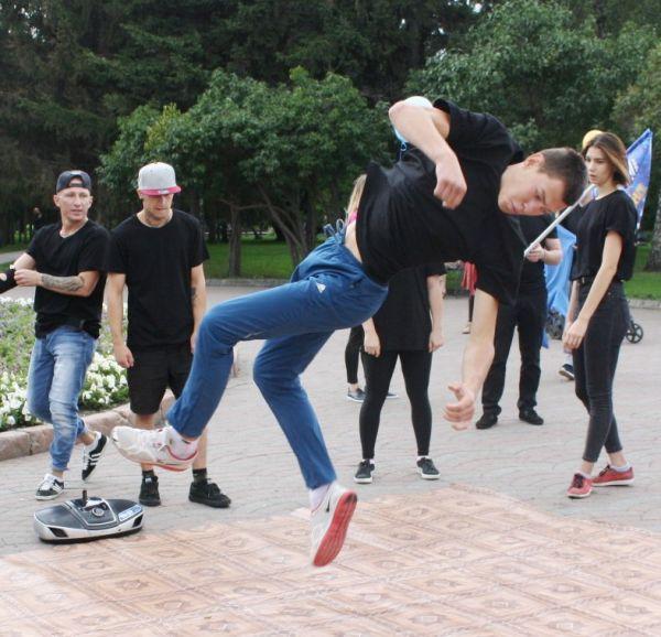 Танцевальная революция свершилась в Новосибирске: из подземки – на улицу Ленина (фото)