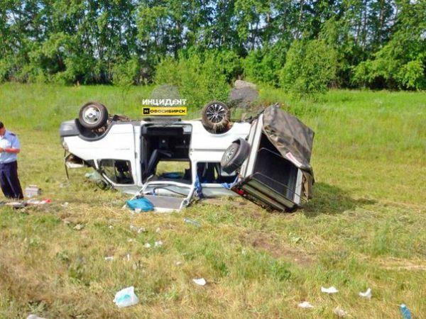 В Новосибирской области произошло ДТП с участием 17 человек, включая 12 детей