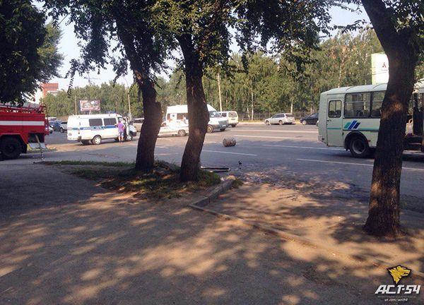 Баллон с газом отвалился от автобуса и парализовал движение по Немировича-Данченко