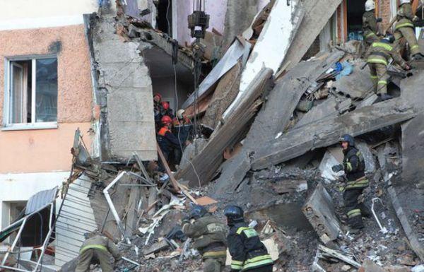 Момент обрушения дома в Междуреченске попал в камеру видеорегистратора (видео)