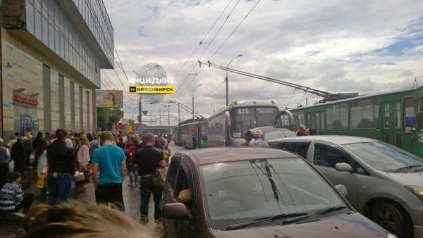 Эвакуируют ли людей с новосибирского автовокзала?