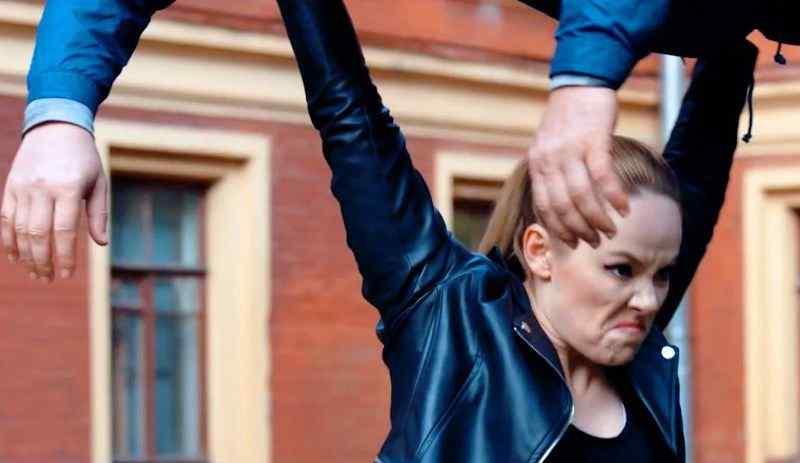 Тело должно быть в тонусе: Зоя Бербер в роли робота Анны Николаевны