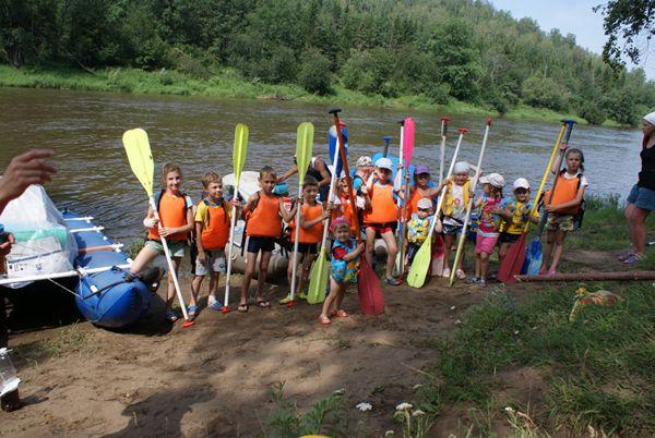 Трем новосибирским оздоровительным лагерям рекомендовано отменить сплавы с детьми
