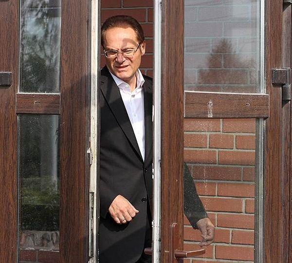 Московские следователи пришли с обыском в квартиру сына бывшего новосибирского губернатора