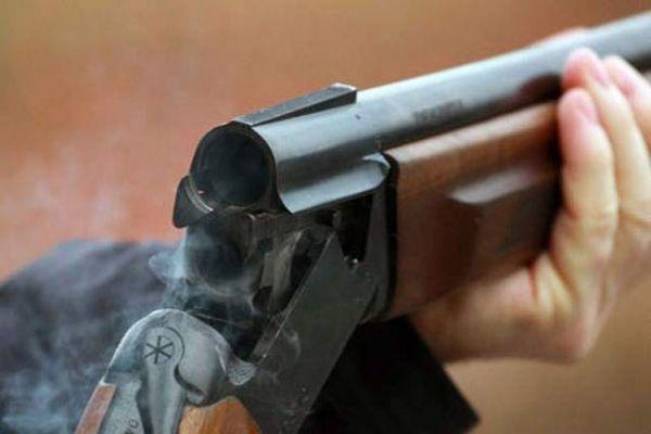 Новосибирец выстрелил с балкона из обреза и ранил пенсионерку