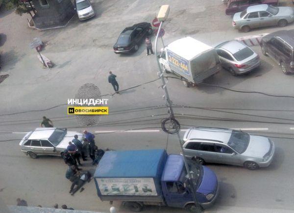 Два пешехода попали под колеса авто в разных районах Новосибирска