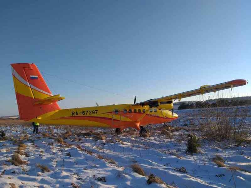 Самолет в Красноярске выкатился за пределы взлетно-посадочной полосы
