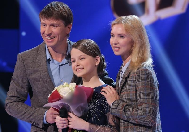 Ягудин и Тотьмянина подарили сельской девочке чемпионские коньки