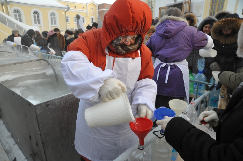 Раздавать воду в Крещение-2019 приглашают жителей Новосибирска