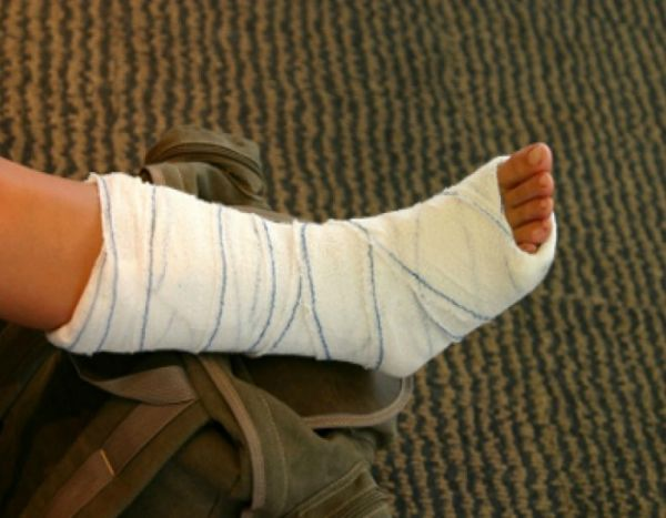 Девочка пришла снять гипс, а получила новую травму в поликлинике Новосибирска