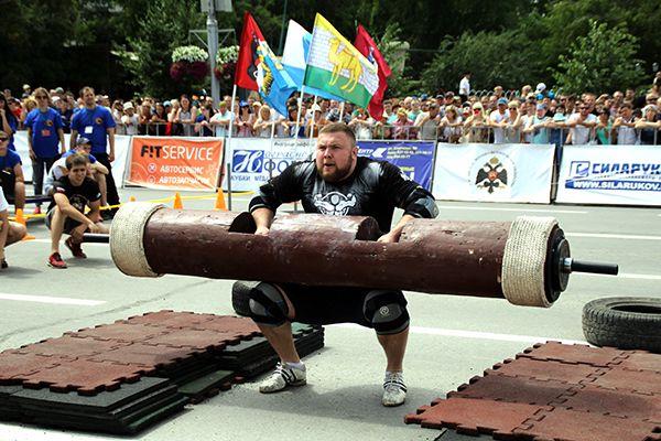В центре Новосибирска атлеты выясняли, кто самый сильный (фото)