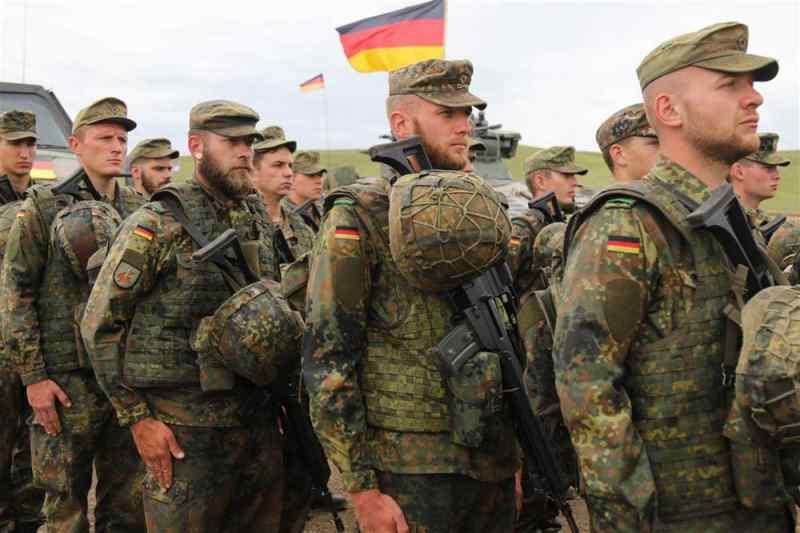 Немецкие военные-геи получат 3000 евро за дискриминацию