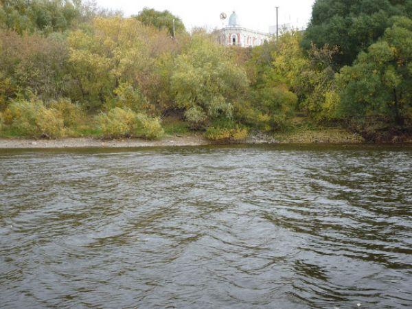 Двухлетняя девочка погибла в машине, свалившейся в реку в НСО