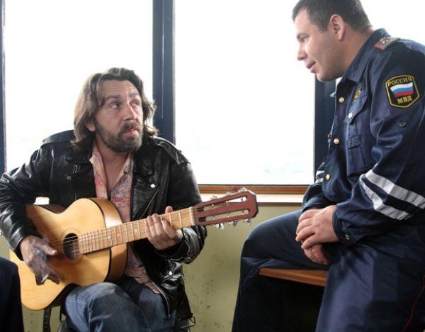 Из песни мат не выкинешь: Шнуров не собирается внять предупреждению Анатолия Локтя
