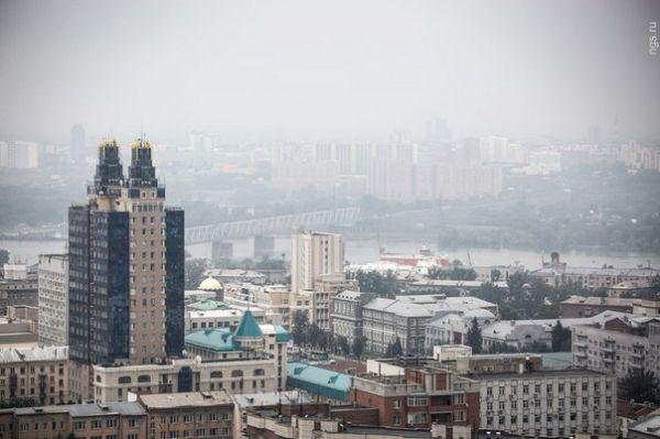 Жители левобережья Новосибирска ощутили запах гари в воздухе