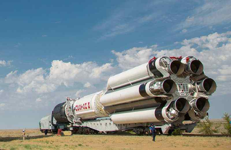 В небе над Новосибирском пролетела ракета «Протон-М»