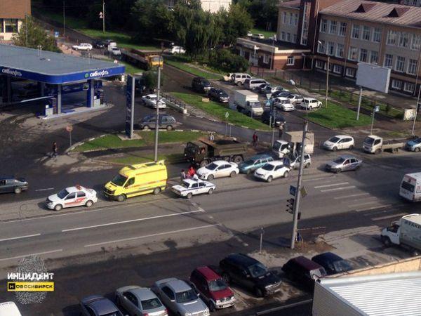 Четыре автомобиля столкнулись в Заельцовском районе Новосибирска