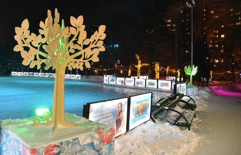 Прокатиться на светящихся коньках и стать звездой прямого эфира приглашает новосибирцев канал ТНТ