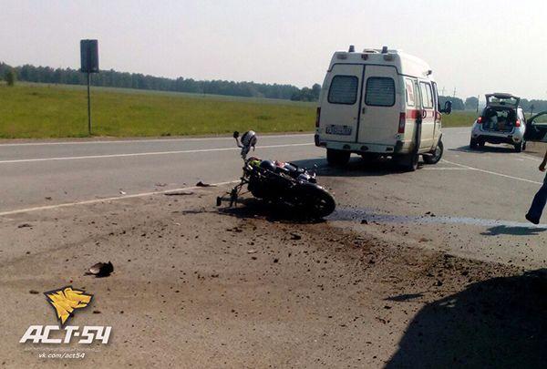 Мотоциклист врезался в «Волгу» на трассе М53
