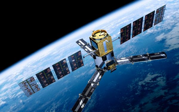 Изобретение сибирских ученых позволит питать спутники без солнечных батарей