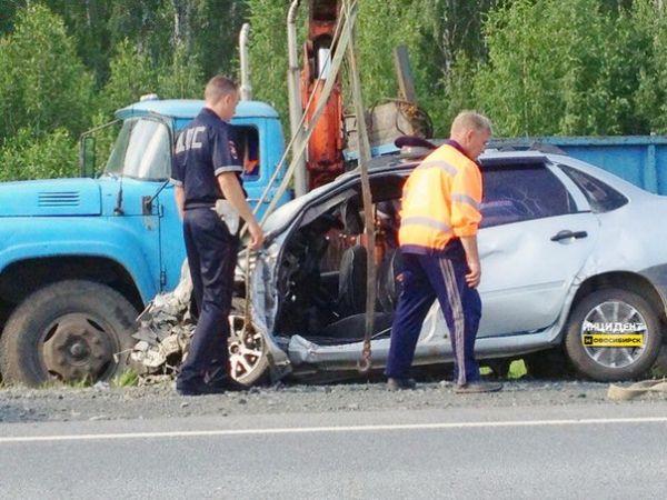 Женщина погибла при лобовом столкновении двух автомобилей на трассе под Новосибирском