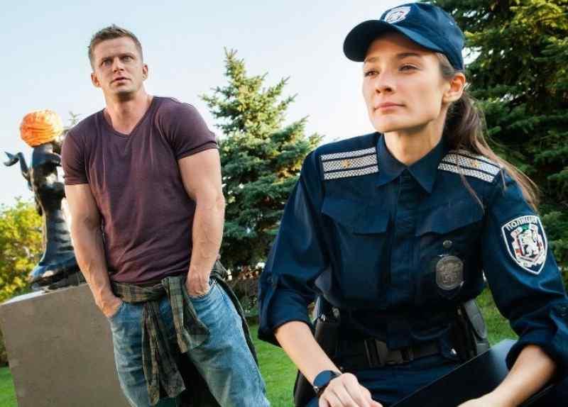 С красоткой-полицейской замутил Курцын в Болгарии