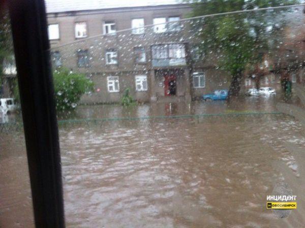 Ночная гроза затопила улицы Новосибирска