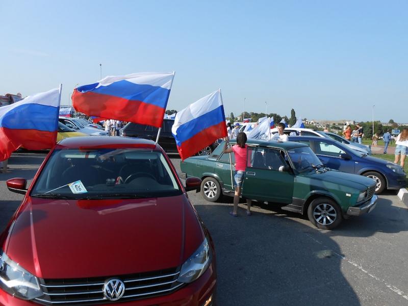 Патриотическим автопробегом отметят в НСО юбилей Государственного флага РФ
