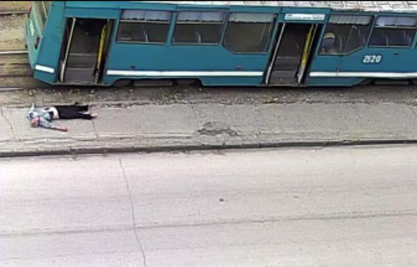 Водитель, выбросивший нетрезвого новосибирца из трамвая, остался без премии