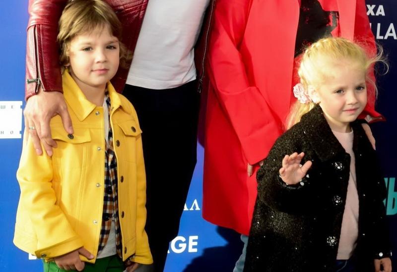Пугачева и Галкин познакомили детей с инопланетянами