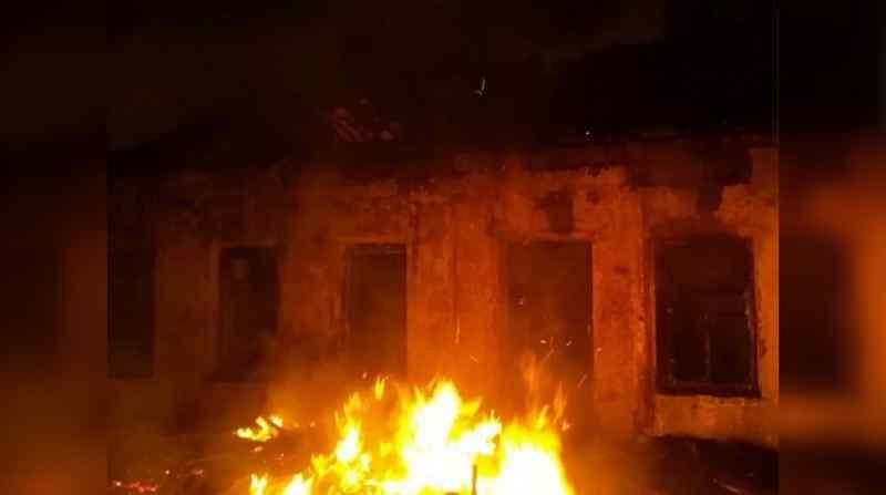 Пожаром в доме с тремя детьми из Барабинска заинтересовались в прокуратуре