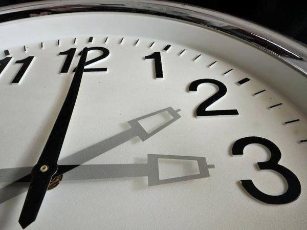 Новосибирцы переведут стрелки на час вперед в ночь на 24 июля