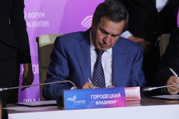 Городецкий подписал соглашение о развитии биотехнологий с главами шести регионов СФО
